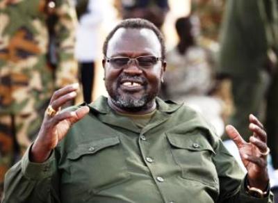 South Sudan's rebel leader Riek Machar gestures as he talks to his men in Jonglei January 31, 2014 (Reuters Goran Tomasevic)