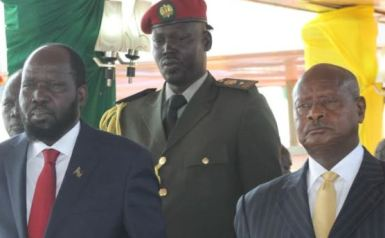 South Sudanese president Salva Kiir (left) watches an Independence Day parade in the capital, Juba, on 9 July 2014 with Ugandan president Yoweri Museveni (right) (Photo: Mugume Davis Rwakaringi/VOA)