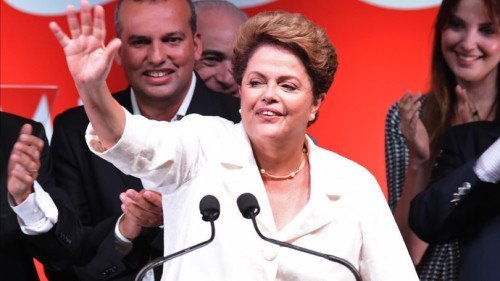 Re-elected Brazilian President Dilma Rousseff waves following her win, in Brasilia on October 26, 2014. (AFP Photo / Evaristo Sa)  Source RT