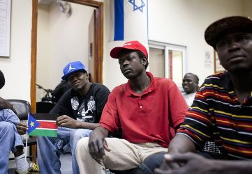 South Sudanese nationals before leaving Israel for their country - (Photo Los Ageles Times)