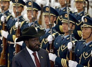 South Sudanese president Salva Kiir views an honour guard with Chinese Ppresident Hu Jintao (not seen) during a welcoming ceremony in Beijing on 24 April 2012 (Photo: AP/Alexander F. Yuan)