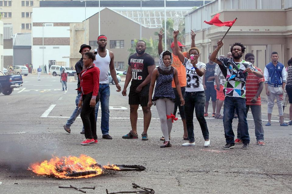 Foreign nationals gesture after clashes broke out between a group of locals and police in Durban on April 14 ,2015 in ongoing violence against foreign nationals in Durban, South Africa (AFP Photo/)