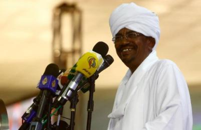 Sudan's President Omer al-Bshir delivers a speech following his re-election for another five-year term, on April 27, 2015, in Khartoum (Photo AFP/Ashraf Shazly)