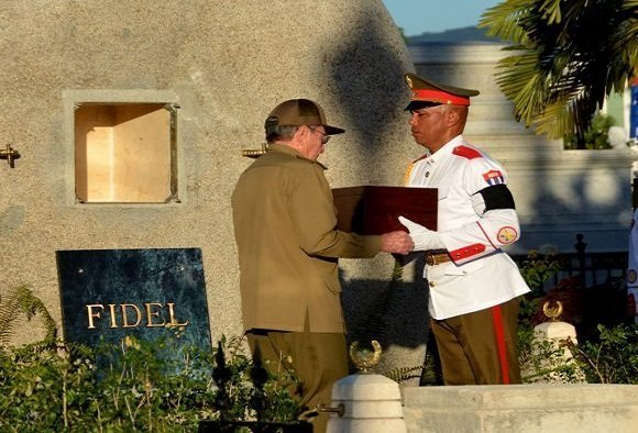 Raul Castro preparing to place ashes of Fidel to the tomb