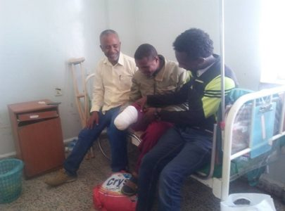 Girum Tekle Haymanot - helping out to Hassan Gobena