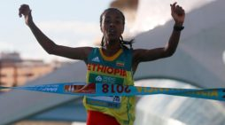Netsanet Gudeta Kebede won half Marathon in Valencia, Spain